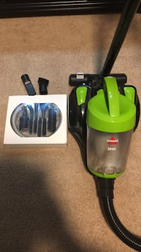 Bissell Zing Vacuum w/ Detail cleaning kit Houston, 77090