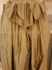 Gold pinch pleated draperie