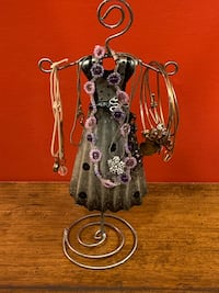 Hand-Welded Retro Decorative Metal Jewelry Stand Holder