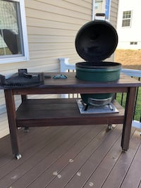 Large BGE & Authentic BGE Table, plate setter & cast iron grate Accokeek, 20607