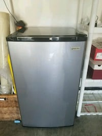 Mini fridge 3.3 cu.ft