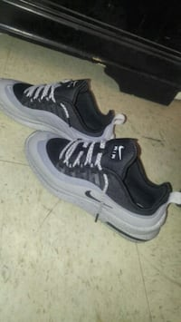 pair of black-and-gray Nike running shoes Corpus Christi, 78411