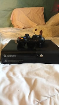 black Xbox 360 console with controller New Orleans, 70124