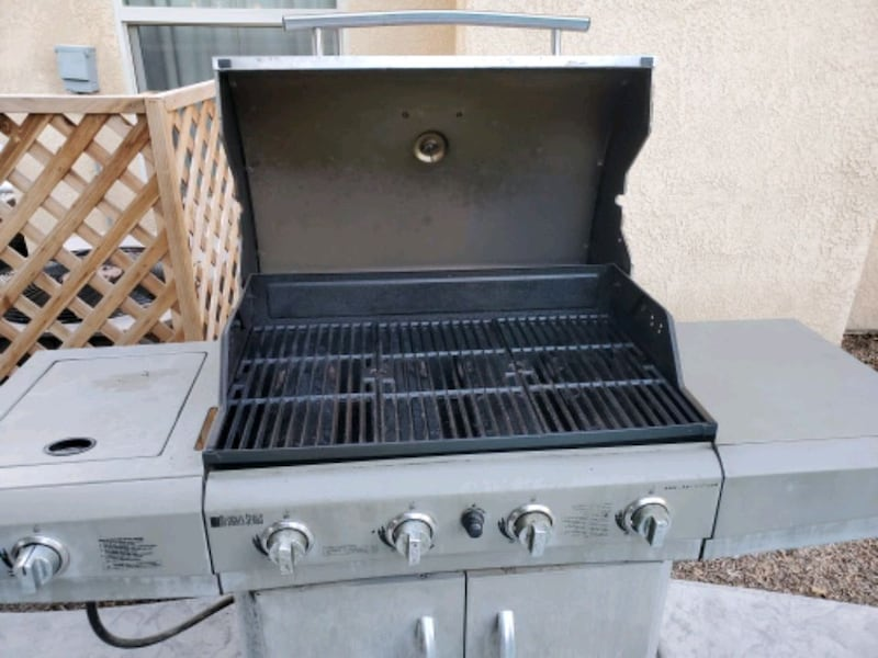 Charbroil Designer Series Gas BBQ Grill ($45 OBO) 9c860fb5-72ee-4318-a780-8388330cb194