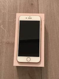 Gold iphone 8 256 no scratch with box Toronto, M5R 1C4