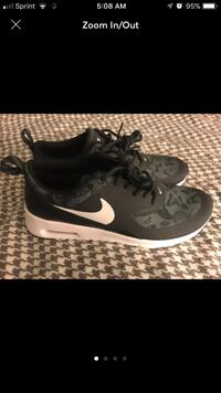 Pair of black nike running shoes size 5 youth equal to Women's 6.5 Middletown, 21769