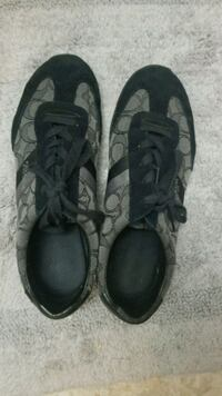 pair of black low-top sneakers size 8 Nashville, 37013