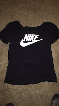 nike shirt (m) Council Bluffs, 51503