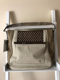 United Benetton purse brand new with tags Montréal, H1P 3E5