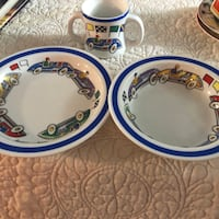 two white-and-blue ceramic plates Santa Maria, 93455