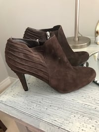 Brown suede booties, only worn once  Vaughan, L6A 2H8