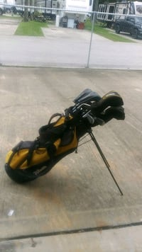 Wilson Golf club carrying with club coverings, Texan Golf Clubs