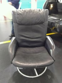 Leather chair. Good cond.must go. Brooklyn, 11220