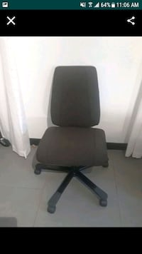 black and gray rolling armchair 931 mi
