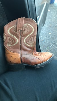 pair of brown leather cowboy boots San Juan, 78589
