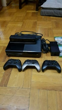 Black Xbox One + 3 controller and a Kinect !  Montréal, H8R 2H7