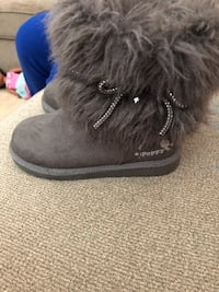 pair of gray suede boots Centreville, 20121