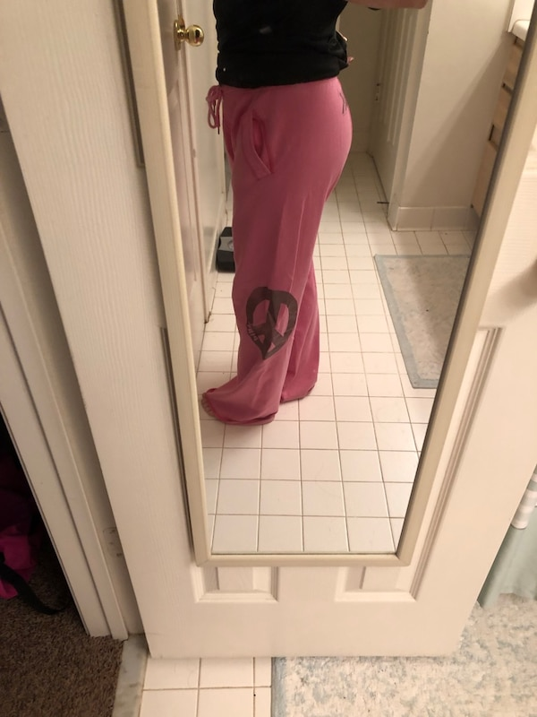 Victoria Secret sweatpants ef0fd9f8-e600-4cd5-830a-ff478999b740