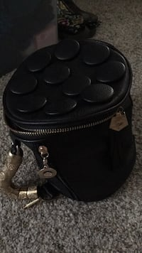 Black round purse Frederick, 21703