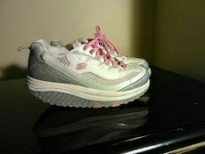 Sketchers shape ups size 6