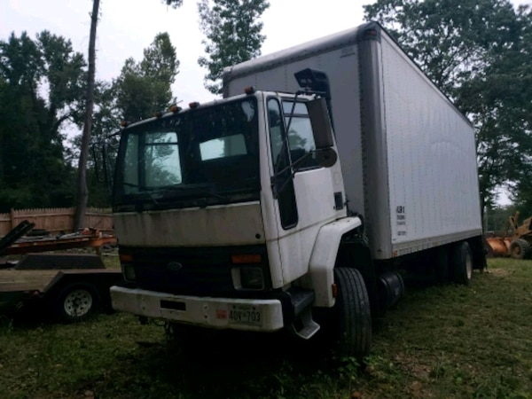 24 ft straight truck 1995 Ford 8000 cdl aec42292-037d-49b7-bace-56342416cbc7