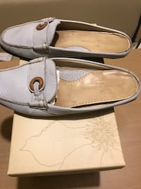 TOMMY BAHAMA WOMEN PORT-O-REAL SIZE 9. Lt CHAMBRAY COLOR. EXCELLENT LIKE NEW CONDITION Norfolk