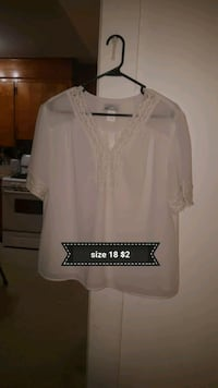 white scoop-neck shirt Westminster, 21157