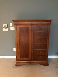 Gentleman Chest Hooker furniture Sterling, 20165
