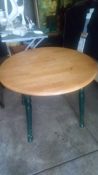 ROUND LIGHT WOOD TABLE