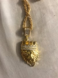 Gold colored chain necklace with pendant Surrey, V3W 2N2