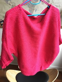 Only pink sweater size Small Montréal, H2S 2P7