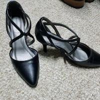pair of black leather pointed-toe heeled shoes Saint Martinville, 70582