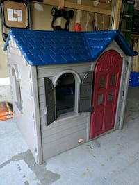 Little Tikes outdoor play house. Derry and Ninth Line Pick Up.