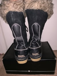 Water resistant size 7 winter boots