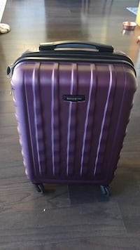 Nearly new hard case 4 wheel spinner luggage Chicago, 60605