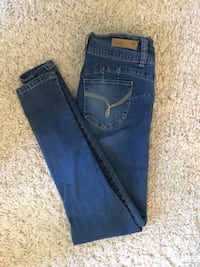 Mid rise jeans size 9 Mississauga, L5E 2G8