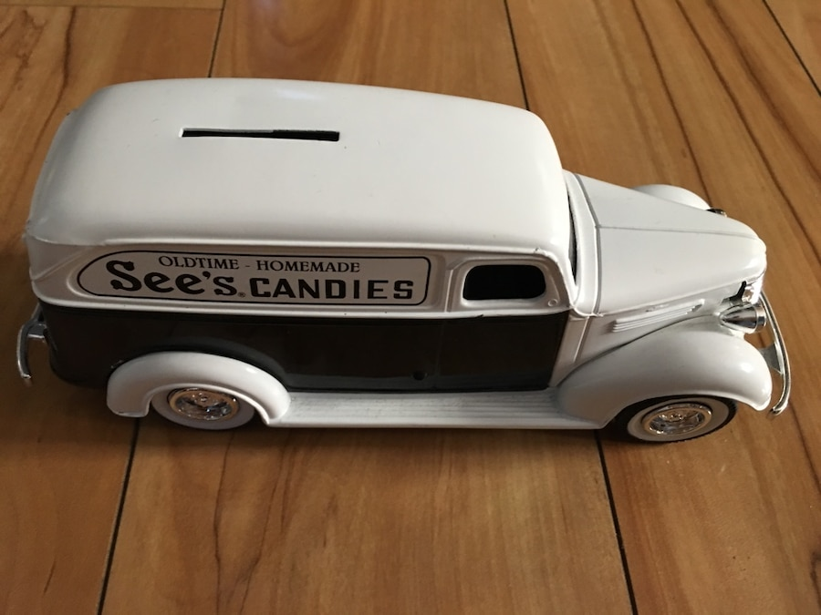 Photo 1938 Chevrolet See's Candies Panel Truck Coin Bank Cast White TRG-51