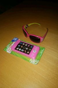 New Girls pink sunglasses and play phone