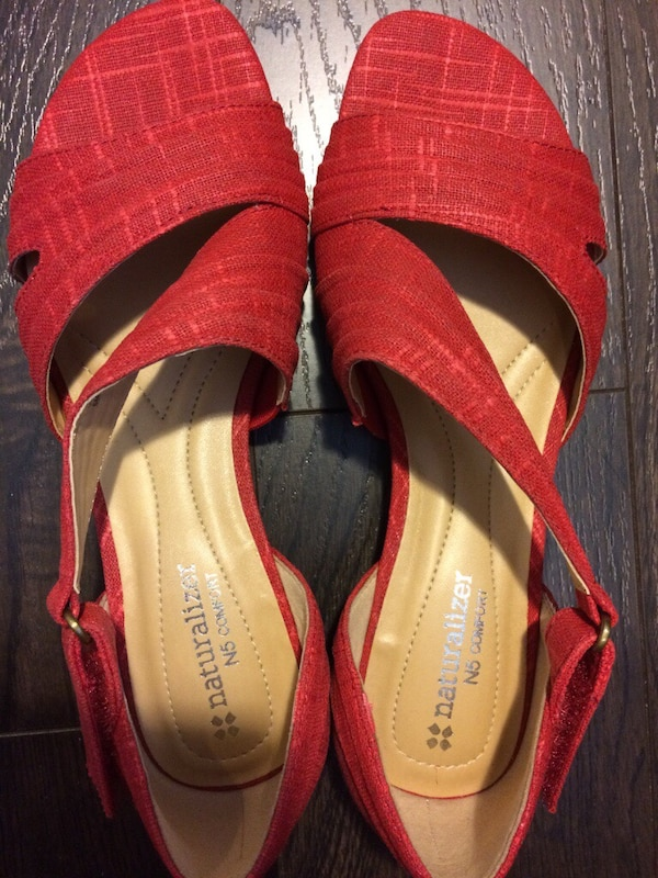 b23e28dfe14c Used Red sandals size 6