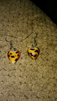 pair of red-and-white hook earrings Greeneville, 37743