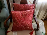 2 Accent pillows