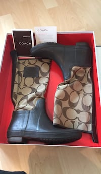 Coach rain boots size 7 great condition pick up dt 3751 km