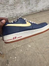 unpaired blue and white Nike low-top sneaker Los Angeles, 90047