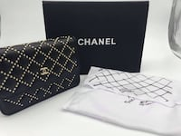 black and white Chanel leather bag Brossard, J4W 2Y9