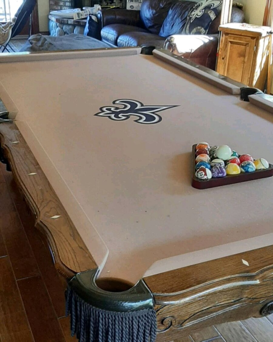 Photo 8.5ft Olhausen Pool table with light Delivered and setup leveled