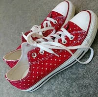 Red and white converse size 8 Rancho Cucamonga, 91739