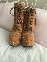 Brand new studded boots  540 km