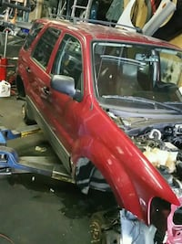 2005 ford escape parting out  Port Coquitlam, V3C