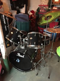 Drum Set with covers Beachwood, 08722