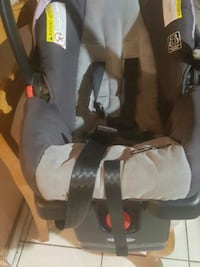 baby's gray and black car seat carrier Hialeah, 33012